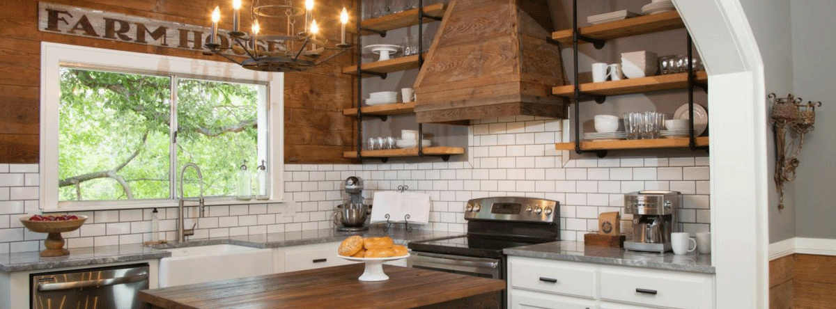The Pros and Cons of Open Kitchen Shelves